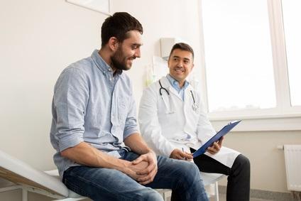 On a toujours trop tendance à croire que l'incontinence urinaire est une maladie réservée aux femmes.